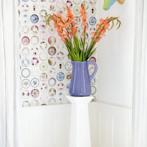 blommor lila vas tapet rådjur färg färgglatt hemma hos charlotte odense